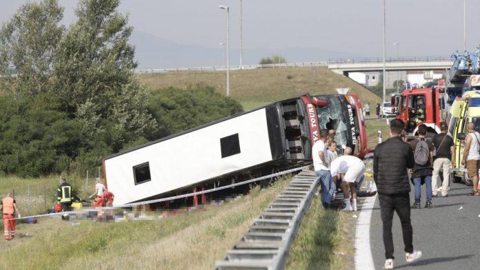 Kod Slavonskog Broda s autoceste sletio kosovski autobus, poginulo deset osoba