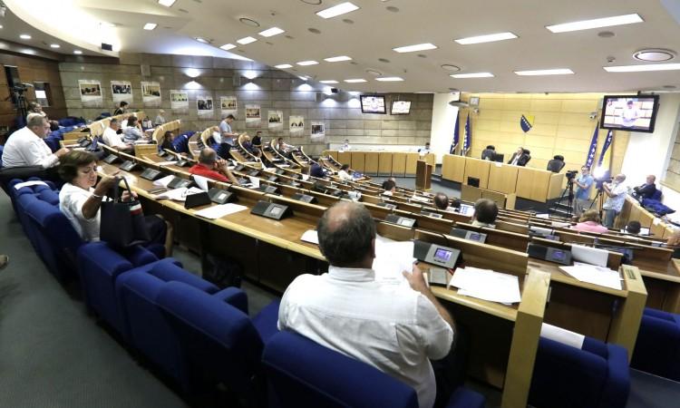 Prekinuta sjednica Doma naroda Parlamenta FBiH, nastavak u septembru