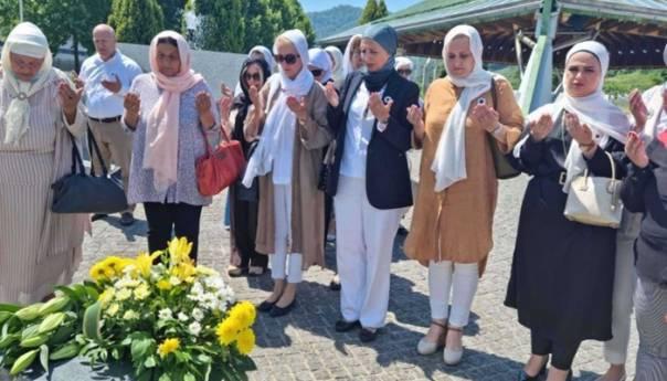 Sebija Izetbegović predvodila delegaciju žena SDA u posjeti Srebrenici