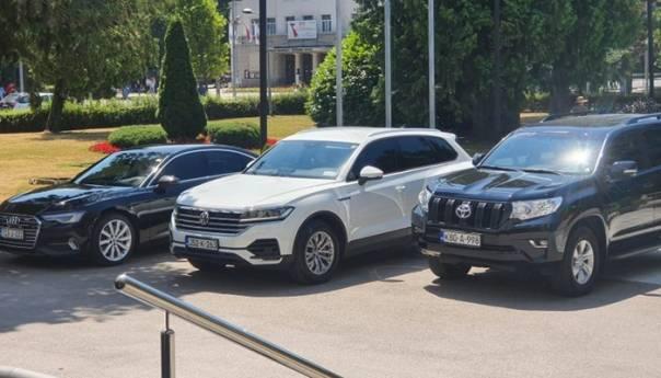 Vukanović galamio na Viškovića, sukobili se zbog automobila