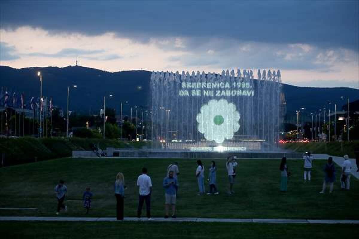 U Zagrebu projekcija Cvijeta Srebrenice u znak sjećanja na žrtve genocida