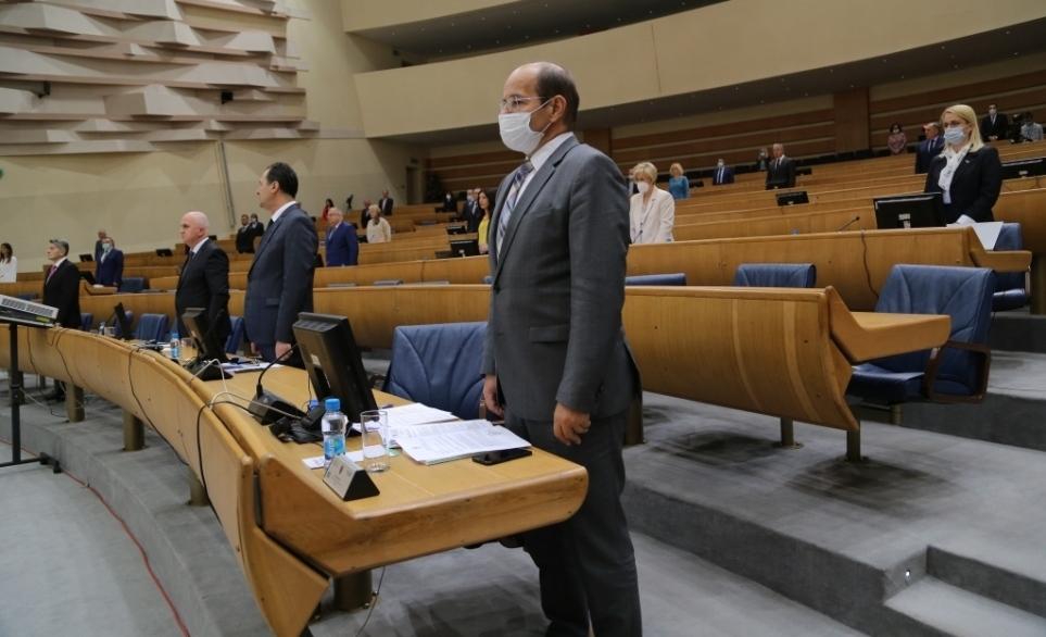 Zastupnici traže veće plaće za zaposlene u institucijama BiH; Mehmedović: Moguće da budžet i padne