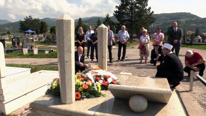 U Zenici obilježena 13. godišnjica smrti premijera Ahmeta Hadžipašića