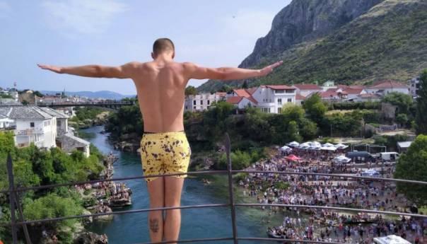 Počeli 455. skokovi sa Starog mosta u Mostaru, učestvuju 32 skakača