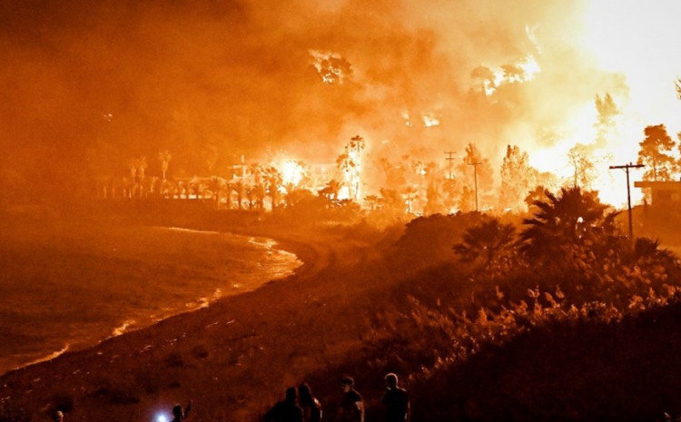 Veliki požari u Grčkoj, temperature i do 45 stepeni