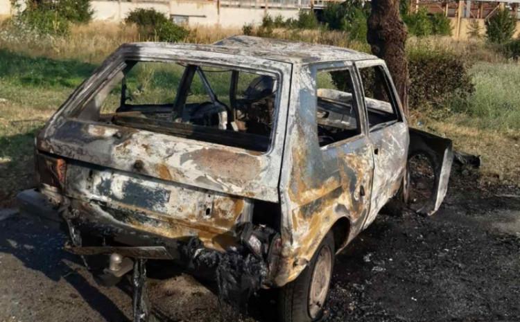 Yugo se zapalio nakon udara u stablo, vozač preminuo na putu do bolnice