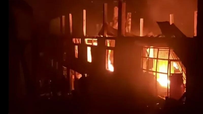 Kod Viteza izgorjela fabrika koja hrani skoro stotinu porodica, vatrogasci na terenu