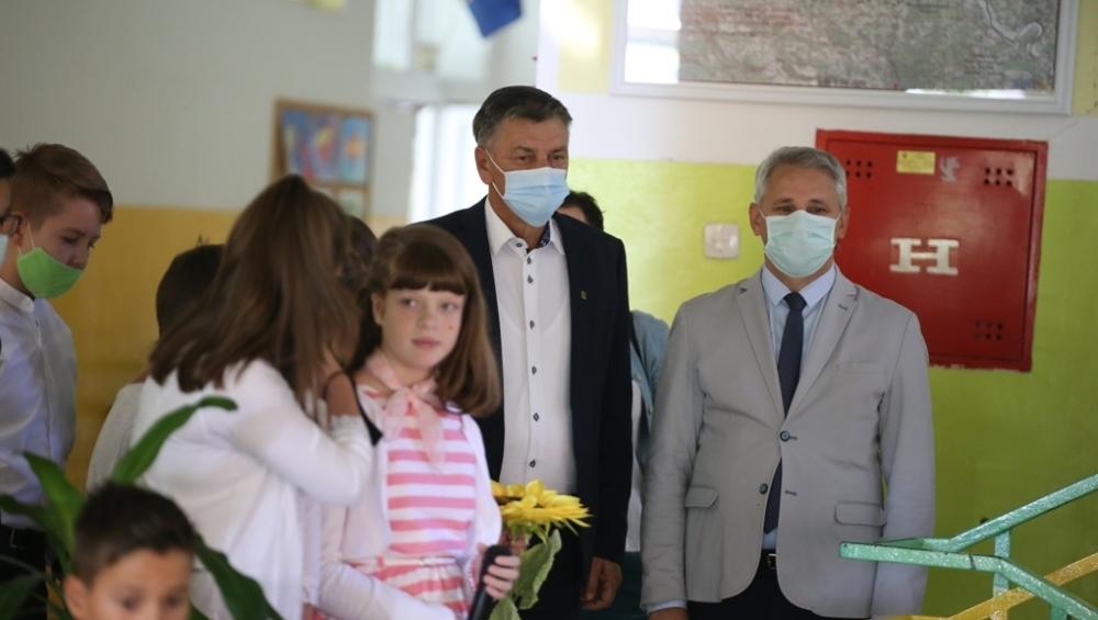 Gradska uprava Zenice i ove godine obezbijedila prvačićima školski pribor