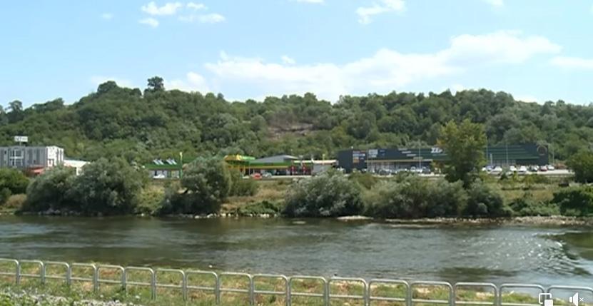 Podzemni požar kod Zenice u blizini benzinske pumpe i skladišta plina (VIDEO)