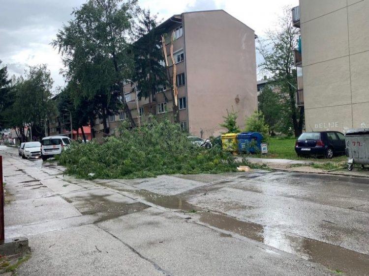 Sjeverozapad BiH pogodilo snažno nevrijeme, u cijeloj zemlji paklene vrućine (FOTO)