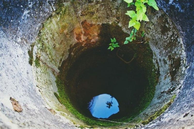 Ljubavni par u naletu strasti upao u bunar, spašavali ih svatovi