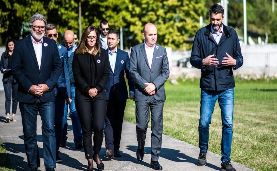 Evropski liberali posjetili Potočare: Nikada ne smijemo zaboraviti šta se dogodilo u Srebrenici