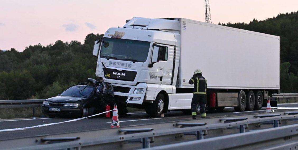Vozač iz BiH u Hrvatskoj izazvao sudar jer je telefonirao, poginulo dijete