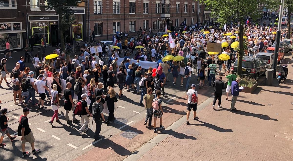 Hiljade ljudi u Holandiji protestovalo protiv obavezne vakcinacije