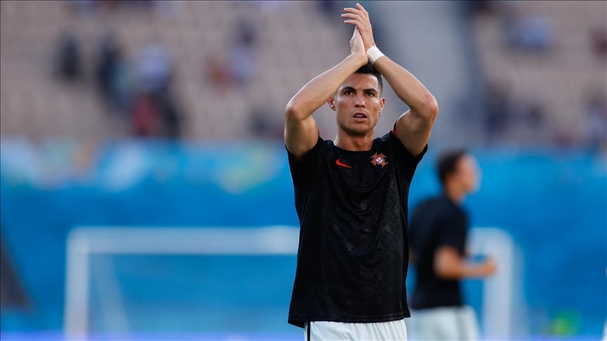Ronaldo poklonio dres zaštitarki koju je slučajno pogodio loptom