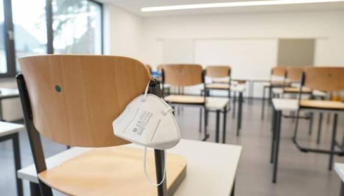 Učiteljica u Sloveniji dobila otkaz jer se nije htjela vakcinisati ni testirati